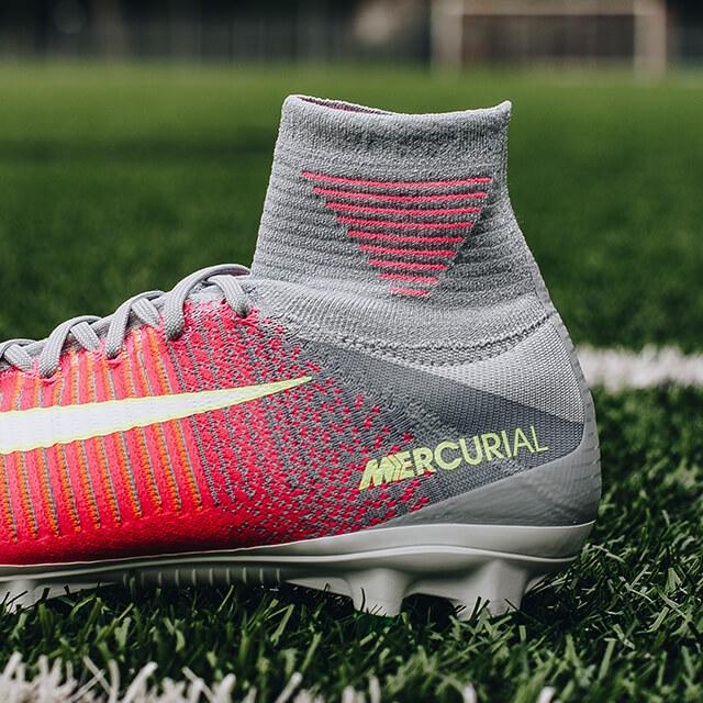 Deze voetbalschoenen zijn speciaal voor de vrouwelijke