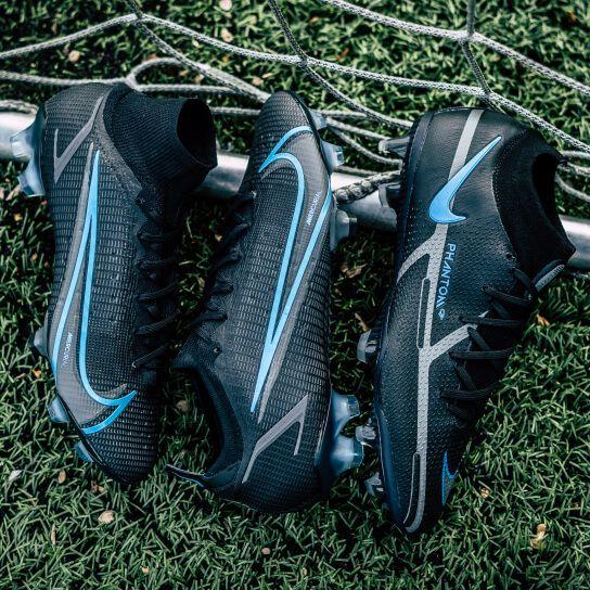 Ze zijn er weer! Zwarte Nike voetbalschoenen uit het Renew Pack